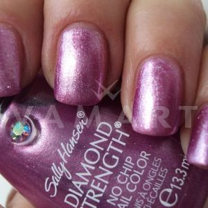 Sally Hansen Diamond Strength No Chip Nail Color 440 Royal Romance